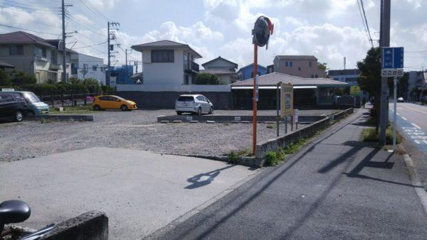 平和町交番すぐ先の駐車場
