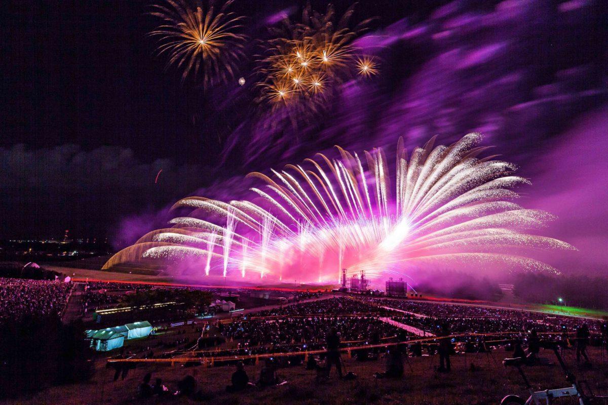 サザンの名曲たちと共に夜空を彩る『茅ヶ崎サザン芸術花火2018』