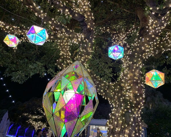 湘南の宝石 ステンドガラス風の照明