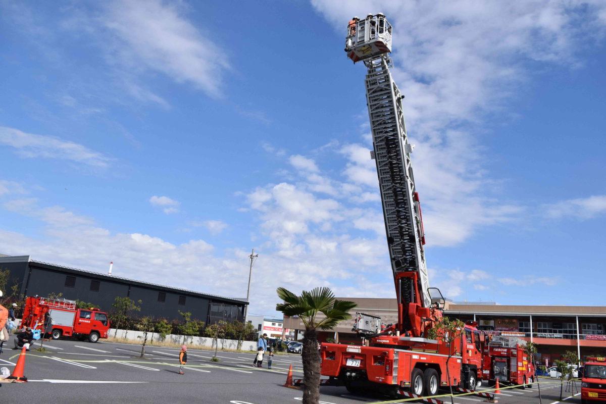 消防 救急フェア はしご車搭乗体験