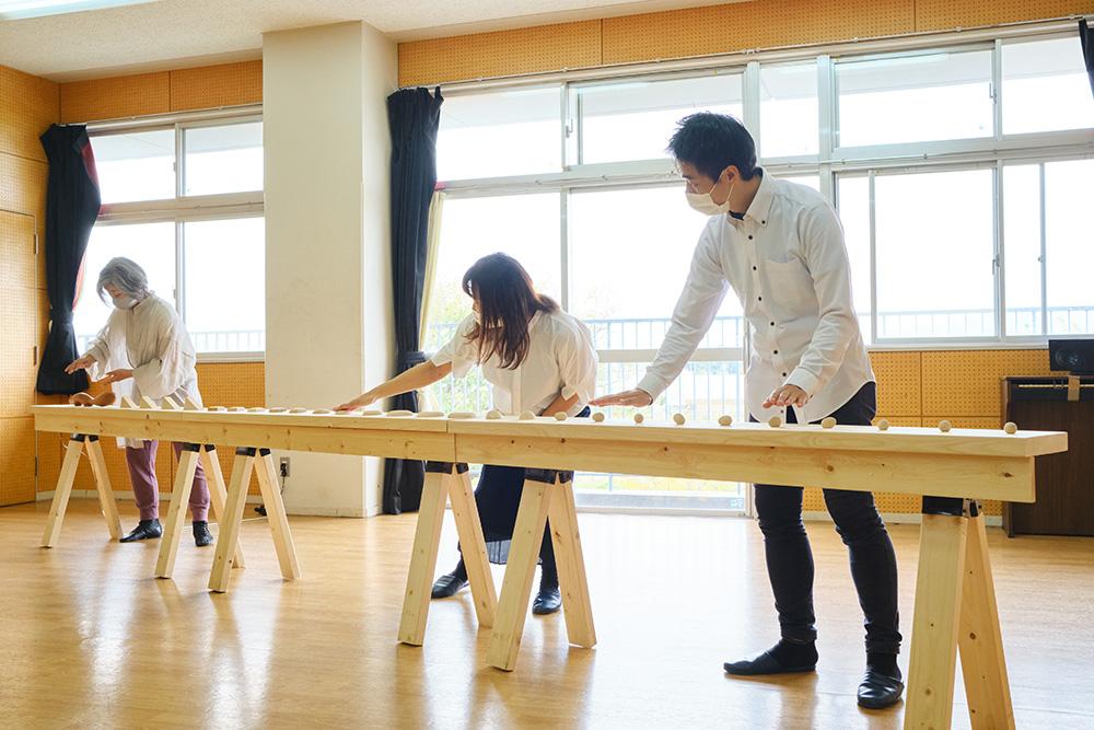 神奈川県ともいきアートサポート事業 茅ヶ崎市美術館×茅ケ崎養護学校「ふれて すすむ まえへ -音と光と香りとともに-」